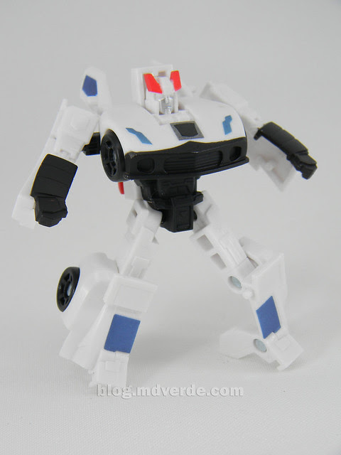 Transformers Prowl Reveal the Shields Legends - modo robot