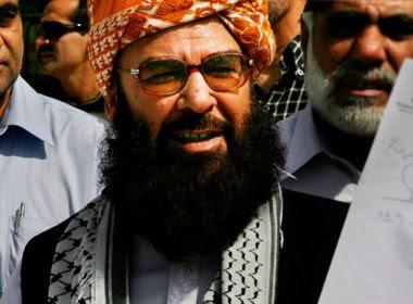 Bomba fere vice-presidente do Senado e mata 25 pessoas no Paquistão