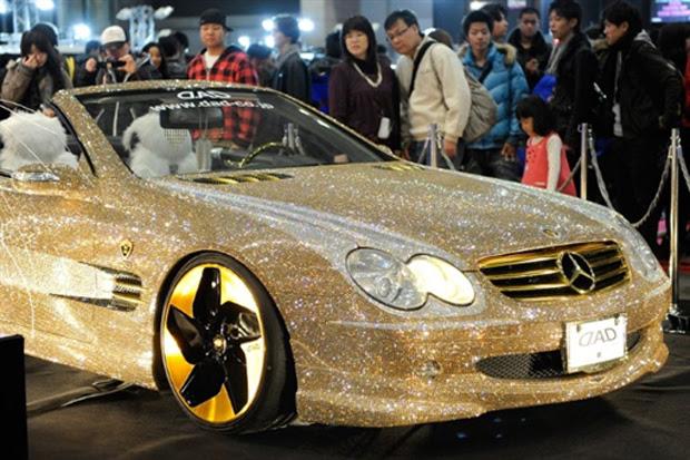 Além dos cristais, unidade da Mercedes tem rodas banhadas a ouro