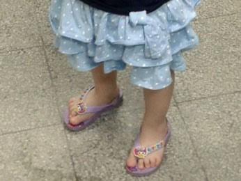 Menina será levada para o Conselho Tutelar de Jaboatão dos Guararapes (Foto: Luna Markman/G1)