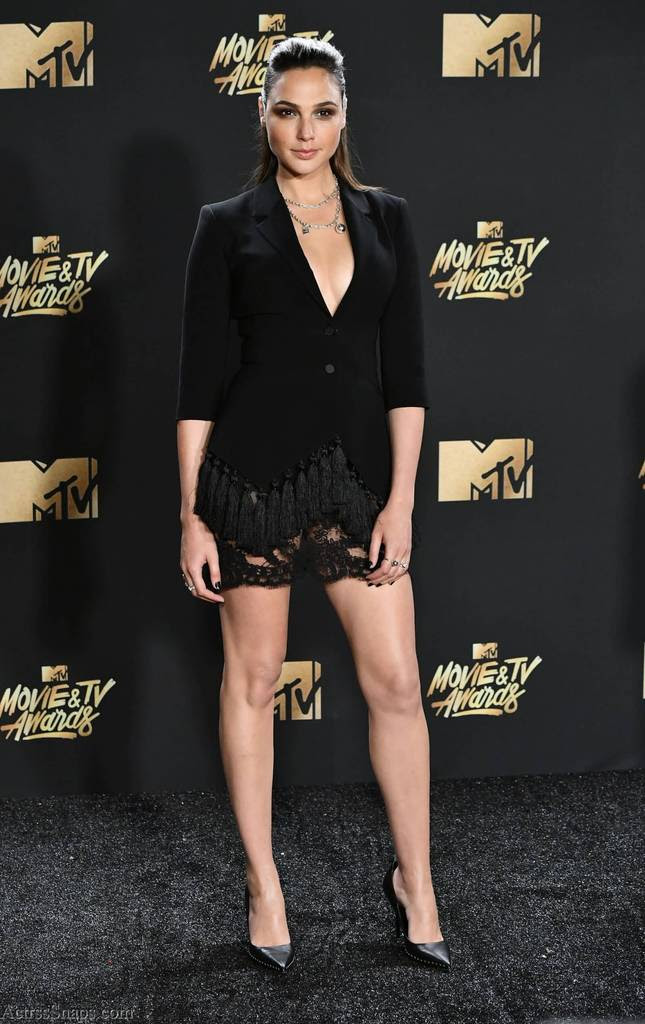 Gal Gadot Hot Pictures from 2017 MTV Awards