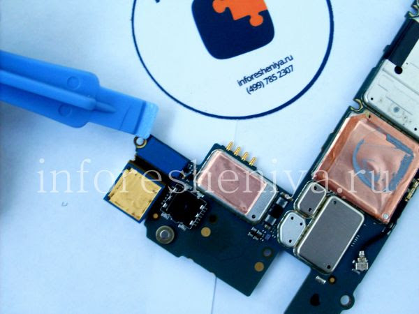 Разборка BlackBerry P'9982 Porsche Design: If you need to, you can unplug the Main camera. / Если нужно, вы можете отсоединить и основную камеру.