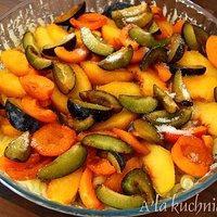 Makaronowa zapiekanka z owocami i białym serem