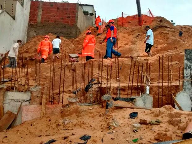 Defesa Civil faz buscas na área atingida por deslizamentos no ano passado (Foto: Divulgação/Defesa Civil de Natal)