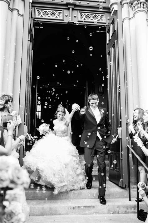 What to throw at the end of your ceremony: confetti