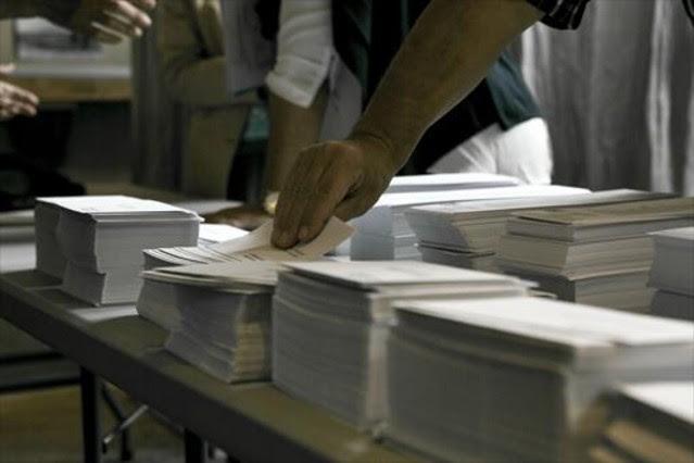 ¿A quién beneficia el voto nulo, el voto en blanco y la abstención?