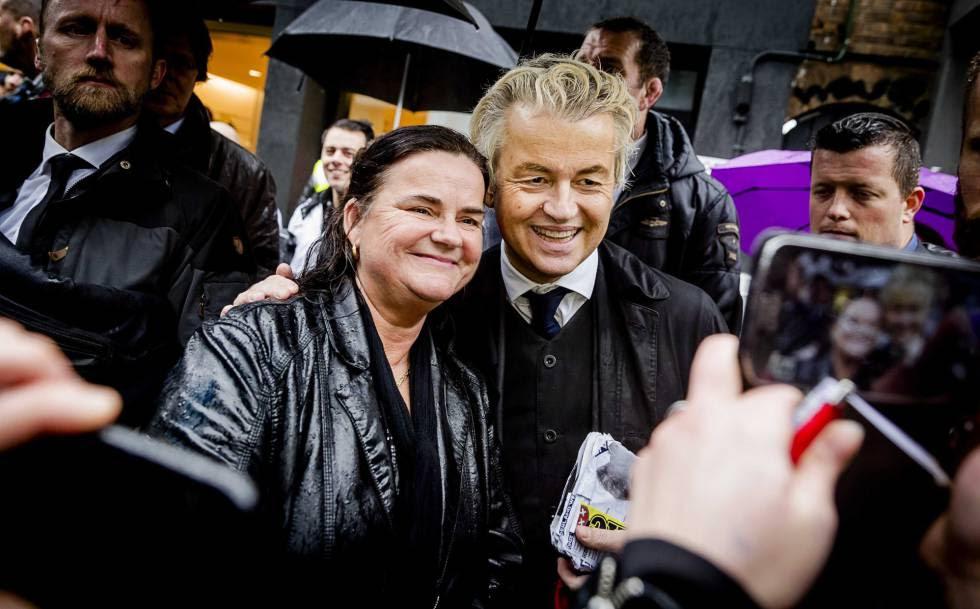 El líder del Partido por la Libertad (PVV), Geert Wilders, posa durante un acto de campaña en Breda (Holanda) el pasado día 8.