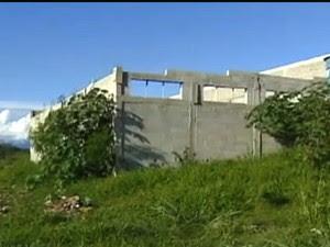 Terreno baldio em Roseira (Foto: Reprodução/TV Vanguarda)