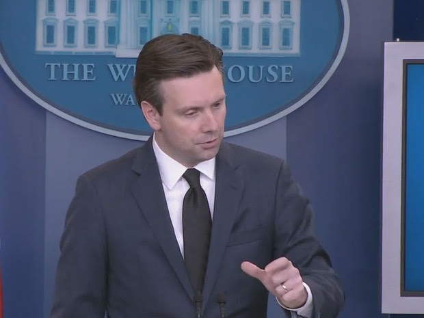 Porta-voz da Casa Branca Josh Earnest responde a pergunta sobre o Brasil nesta terça (12) (Foto: Reprodução/Whitehouse.gov)