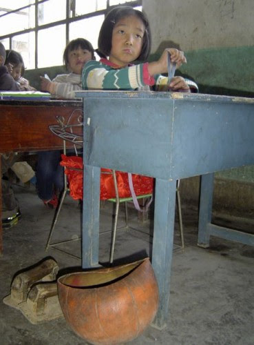το-4χρονο-κορίτσι-με-τη-μπάλα-που-συγκλόνισε-την-Κίνα-εικόνες-βίντεο-2