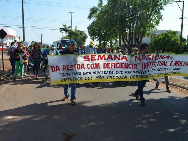 Centro de Reabilitação Neurológica Infantil de Cacoal (Cernic) realiza caminhada (Foto: Magda Oliveira/G1)
