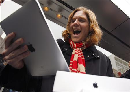 Olhar idiota diante do gadget novo