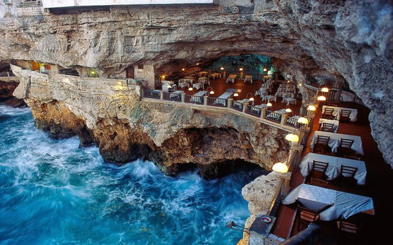 8. The restaurant is in a cave, Italy.  unusual, amazing photos,