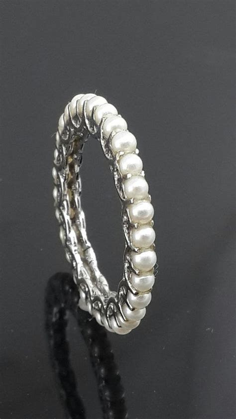 . 9ct white gold . eternity ring . Wt.1.90 . Width.2.08