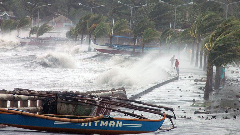 El supertifón Haiyan, anunciado como el más violento de este año, ha tocado tierra en Filipinas