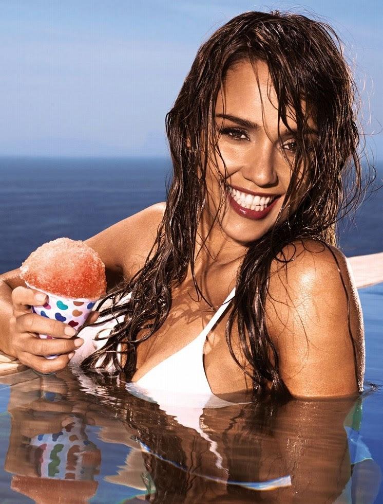EW nos muestra Jessica Alba en bañador