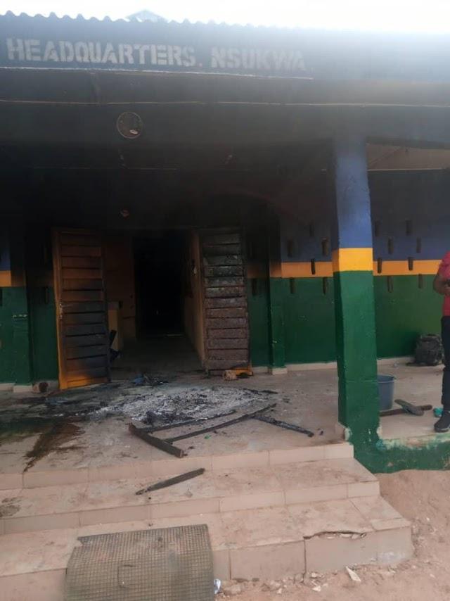 BREAKING: Unknown Gunmen Attack Police Station In Delta, Kill Three Officers, Suspect