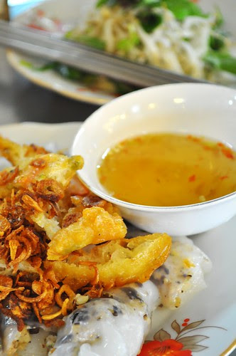 rice rolls, fritters and fried onions