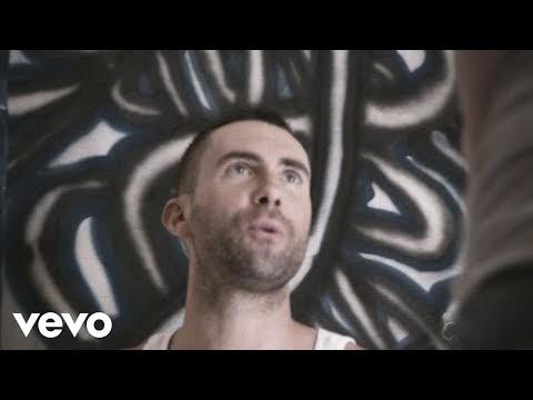 one more night, il nuovo video dei maroon 5 (sì, adam levine è senza maglietta)