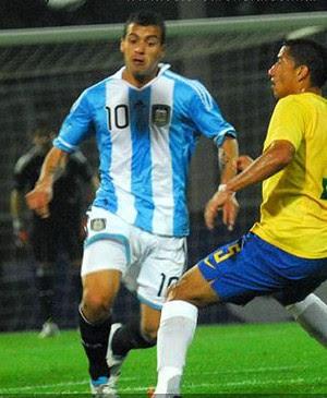 Héctor Canteros na partida da Argentina (Foto: Reprodução / Site Oficial do Velez)