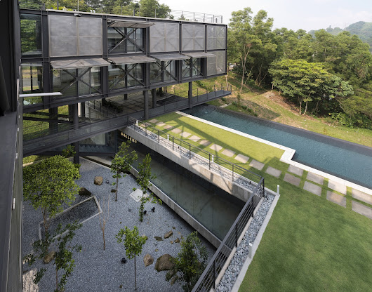 Cantilever House / Design Unit Sdn Bhd