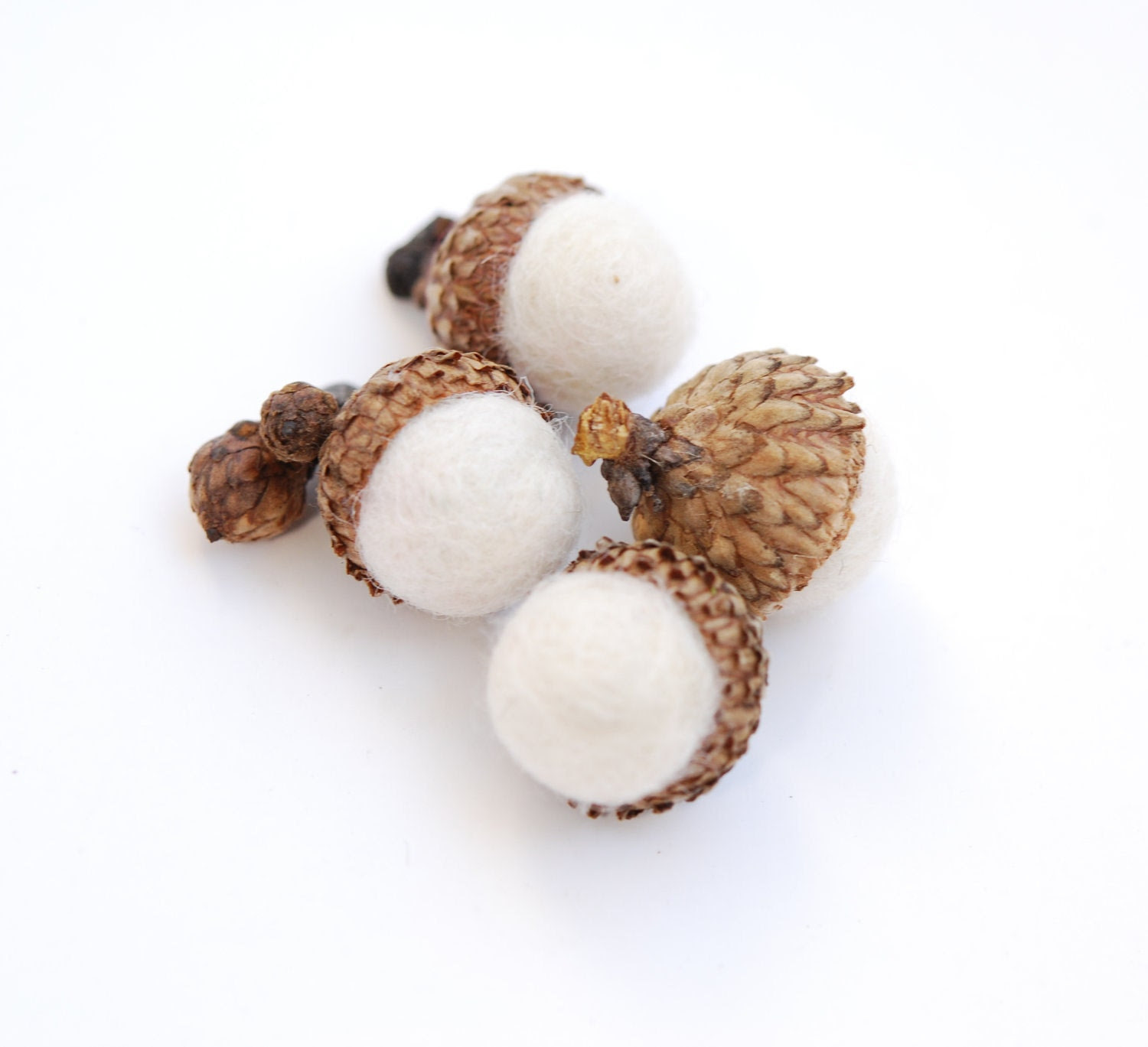Felted Acorns, winter white nature woodland decor frost ecofriendly - feltjar