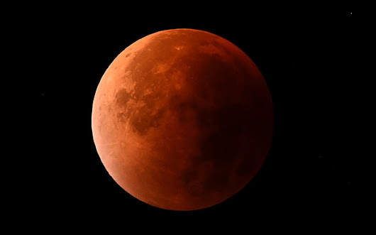 A look back at the Supermoon Lunar Eclipse - Essential Designs