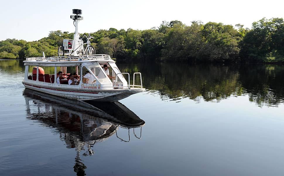 Barco é usado como meio de transporte pelo Google na amazônia Leia mais