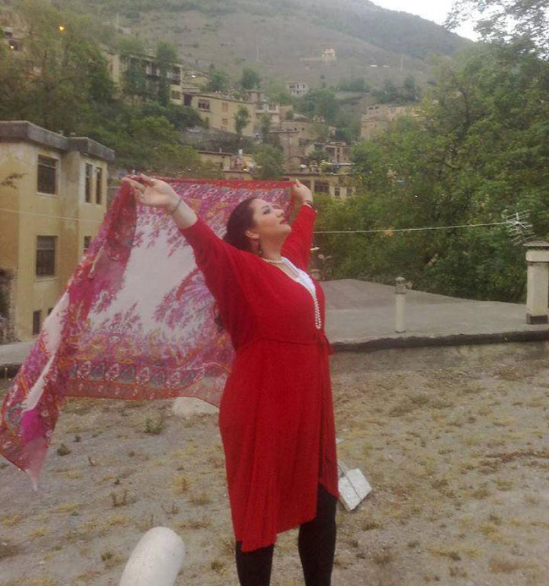 Iranianas protestam contra a estrita lei do hijab publicando fotos com a melena ao vento 17
