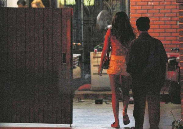 Sex trade in Geylang goes online to avoid crackdown by police