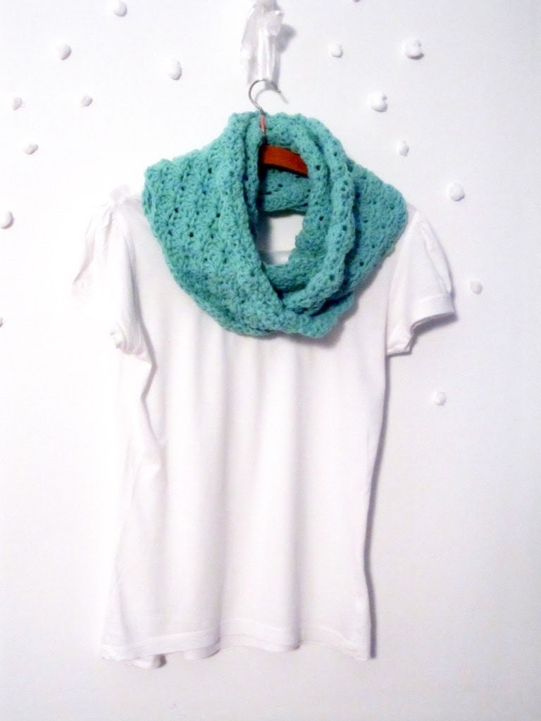 Crochet shell stitch infinity scarf, loop scarf, cowl in seafoam. - sidirom