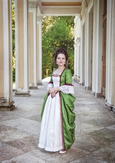 An Overview of the Rich and Unique Medieval Clothing Patterns