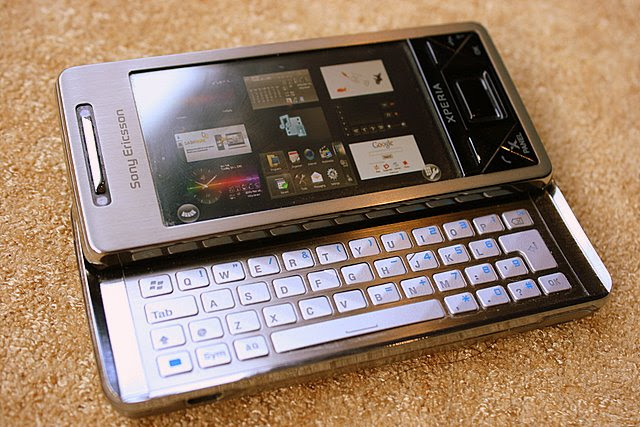 I like the Sony Ericsson Xperia X1's brushed chrome keypad with spaced keys that make for easy typing