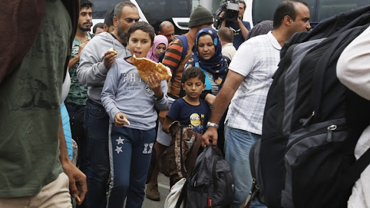 Up to 10,000 refugees expected to enter Austria from Hungary