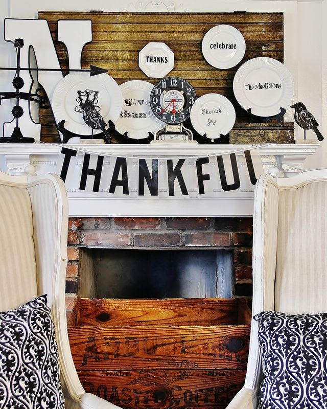 Beautiful black and white Thanksgiving decorations! @Thistlewood Farm #home #decor #ideas