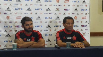 Marcio Tannure e Carlito Macedo Flamengo coletiva (Foto: Raphael Zarko)