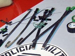 Material encontrado dentro do carro do ex-jogador Piá, em Campinas (Foto: Márcio de Campos/EPTV)