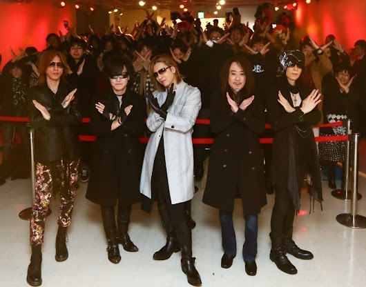 We Are X In-Store Signing Event at Tower Records/Yoshiki Wows Fans With Surprise Visit | Selective Hearing