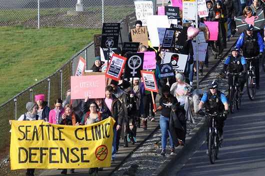 Hundreds attend rallies for, against Planned Parenthood in Kent | Kent Reporter