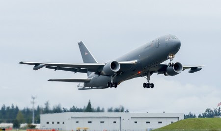 Despegue de Everett del primer Boeing KC-46A.