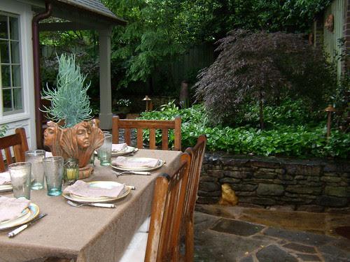 P5170185-Duck-Pond-Garden-Outdoor-Dining-Face-Vase