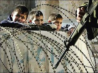 Gaza-boys-fenced-in