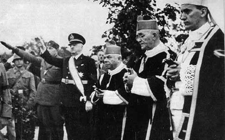Ο Αλοΐσιος Στέπινατς (δεξιά) με τον Αντε Πάβελιτς (τέταρτο από δεξιά), ηγέτη του φιλοναζιστικού κροατικού κράτους και του φασιστικού κινήματος Ουστάσι.