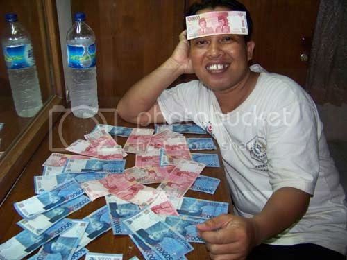 Can you count the total number of the money in this photo?. A crazy and silly action of myself during in the hotel in Bali. Photo by Syahrir Badulu