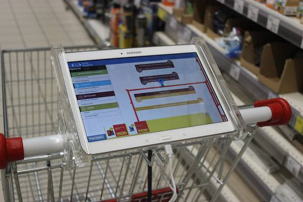 05-shopping-cart-with-tablet-for-smart-shopping-experience-in-carrefour-store-31