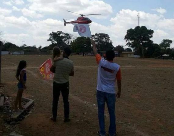 Flávio Dino chegou no helicóptero de Dedé Macedo e foi recebido em Mirador por apenas duas pessoas