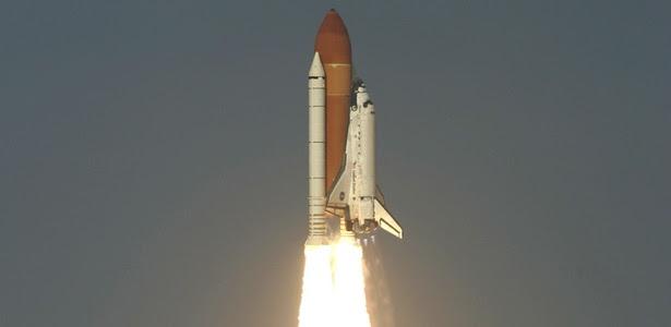 Discovery parte rumo à Estação Espacial Internacional pela última vez
