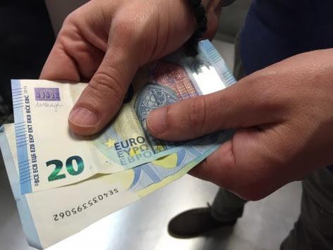 Δημόσιο: Τέλος τα οικογενειακά επιδόματα – Πόσα χρήματα χάνουν δημόσιοι υπάλληλοι και στρατιωτικοί από τις συντάξεις