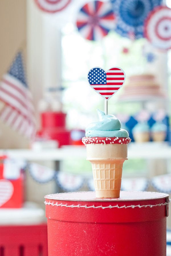 Patriotic 4th of July cupcake cones. Maureen Anders of Anders Ruff.