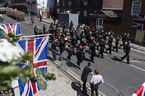 Royal wedding: Thousands of fans line Windsor streets for